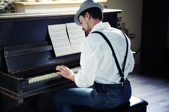 Learning-musical-theory-with-playing-piano